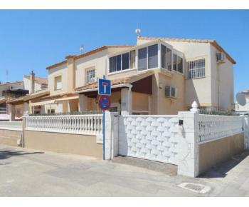 South facing 3 / 4 bedroom Town House with community pool